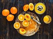 Frisch gepresste Zitronen mit Zucker