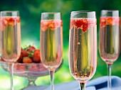 Erdbeer-Champagner in Gläsern