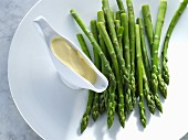 Green asparagus with hollandaise sauce