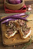 Bruschetta with mozzarella, salsiccia and long, thin aubergines