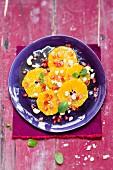 Veganer Orangensalat mit Granatapfel und Cashewkernen