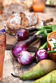 Red onion, pear and bread