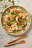 Prawn salad with cucumber, apple, mint and red peppercorns