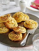 Mashed potato rosettes with garlic and herbs