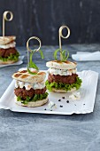 Mini burgers with salad and remoulade