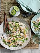 Reisnudeln mit Krebsfleisch und Gemüse (Asien)
