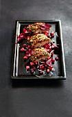 Räucheraal mit Kürbiskern-Kruste auf Rote-Bete-Apfel-Salat