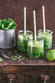 Green smoothies with spinach, lime and cress