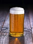 Ein Glas Honig-Cider