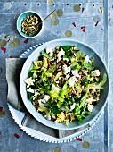 Freekeh-Salat mit Sauerkirschen, Feta und Pistazien für die Weihnachtsparty