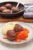 Classic meatballs with carrots and mashed potato