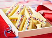 Süsse Partysandwiches mit bunten Zuckerstreuseln