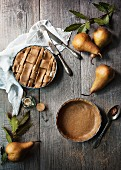 Mini-Birnenkuchen mit Ricotta und Teiggitter (Aufsicht)