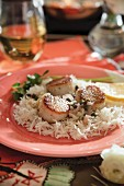Fried scallops with capers on rice