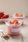 Vegane Tofu-Erdbeer-Creme