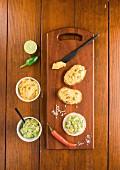 Avocado-Mango-Aufstrich und Kürbis-Frischkäse-Aufstrich