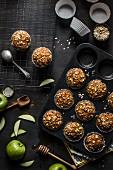 Karotten-Apfel-Cupcakes mit Haferflocken und Gewürzen