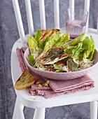 Caesar Salad mit Hähnchen-Saltimbocca