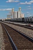 Rail freight loading facility