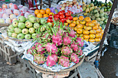 Dragon fruit (Hylocereus undatus) and other produce
