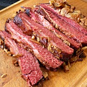 Braised corned beef with onions and garlic
