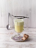 A turmeric latte with ginger, dates and vanilla (Sirtfood)