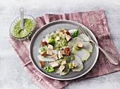Kohlrabi-Carpaccio mit Räuchertofu und Salsa Verde (Sirtfood)