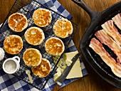 Welsh Cakes mit Bacon und Gouda (England)