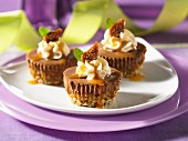 Mini cheesecakes with figs
