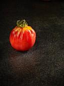 Eine Tomate der Sorte Aurea