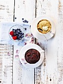 Mug cakes with dark and white chocolate