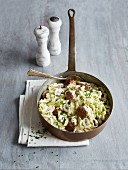 Meatball tagliatelle with pointed cabbage and mushrooms