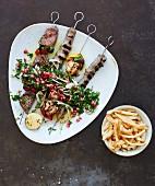 Verschiedene Fleischspiesse vom Grill mit Pommes Frites (Libanon)