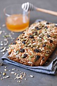 Home-made muesli bars with honey