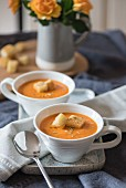 Fried tomato and garlic soup with croutons
