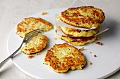 Cauliflower fritters with cheese