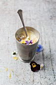 Vanilla pudding with puffed quinoa and flowers (horned violets, violets, daisies)