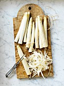 White asparagus, partly peeled