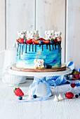 Buttercremetorte dekoriert mit Eisbären aus Baiser