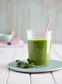 A kohlrabi and apple smoothie - 'Green King'