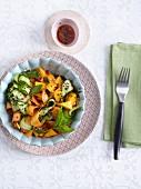 Mango-Gurken-Salat mit Minze und schwarzem Sesam - 'One Night in Bangkok'