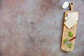 Ingredients for bread dumplings (white bread, parsley, milk)