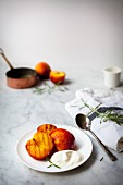 Grilled peaches with yoghurt