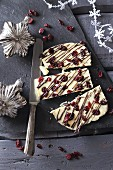 Chocolate bark with white chocolate and cranberries (Christmas)