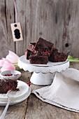 Glutenfreie Brownies mit Himbeeren und rotem Pfeffer