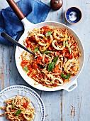 Pasta mit Chili-Calamaris und langsam gerösteten Ofentomaten