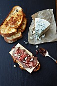 Roast Beef Crostini with Blue Cheese