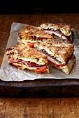 Gegrilltes Muffuletta Sandwich