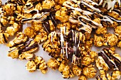 Zebra popcorn: sweet popcorn with white and dark chocolate glazing