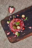Tuna tartare with strawberries and large capers